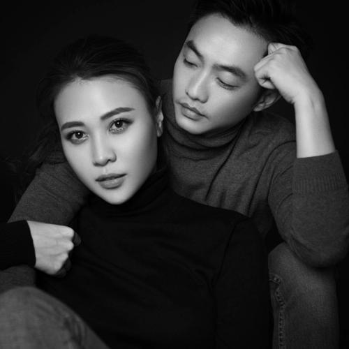 Đàm Thu Trang khẳng định chủ quyền với Cường Đôla bằng động thái đổi trạng thái Đã kết hôn trên Facebook cá nhân sau đám hỏi.