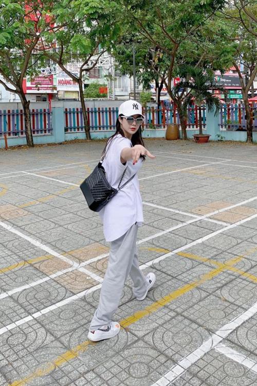 Diệp Lâm Anh diện style Hip hop vì nhớ một thời của mình.