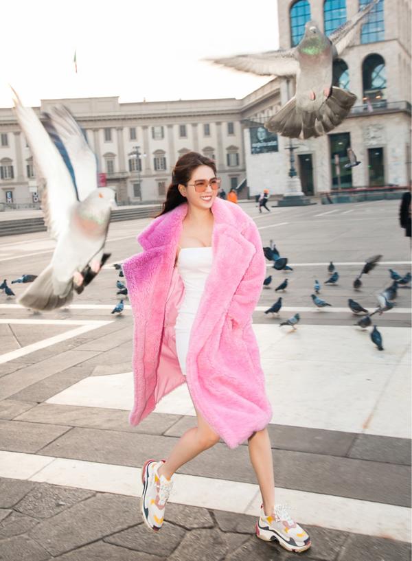 Ngọc Trinh vừa có 5 ngày dạo chơi ở Milan. Sau khi dựTuần lễ Thời trang Milan 2019 côtranh thủ lưu lại vài ngày để tham quan, mua sắm.