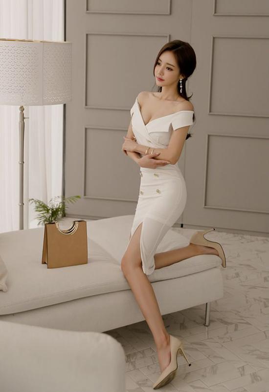 Cũng như giày cao gót đen, giầy nude cũng dễ sử dụng cho các trang phục từ văn phòng cho đến các buổi tiệc.