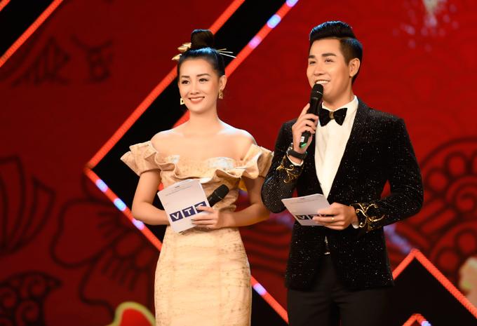 Bạn dẫn của Nguyên Khang trong chương trình Tết là MC Quỳnh Chi. Cả hai từng làm việc cùng nhau trong nhiều gameshow và event.