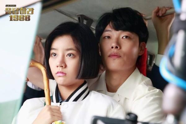 Reply 1988 là bộ phim truyền hình Hàn Quốcra mắt vào năm 2015. Quy tụ dàn diễn viên trẻ như Lee Hye Ri, Park Bo Gum, Go Kyung Pyo...tác phẩm ngay lập tức thu hút đượcnhiều khán giả tuổi teen. Bộ phim kể câu chuyện gia đình và tình bạn của một nhóm bạn gồm 5 ngườisống trong cùng khu phố. Với nội dung hấp dẫn, bối cảnh mang hơi hướng retro, bộ phim đã tạo được ấn tượng mạnh mẽ với khán giả. Diễn xuất tự nhiên của những sao trẻ cũng là điểm cộng lớn cho tác phẩm.