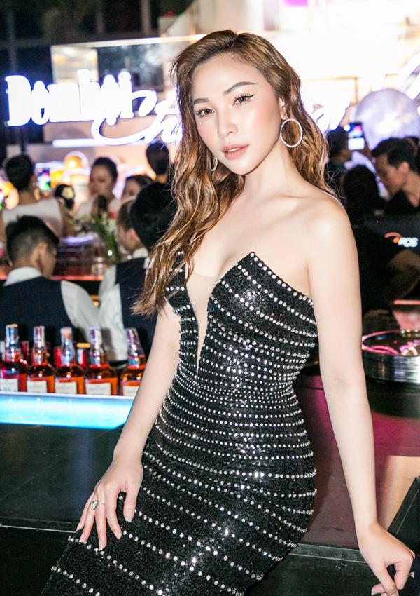Diễn viên Quỳnh Thư không kém cạnh các đồng nghiệp về độ sexy.