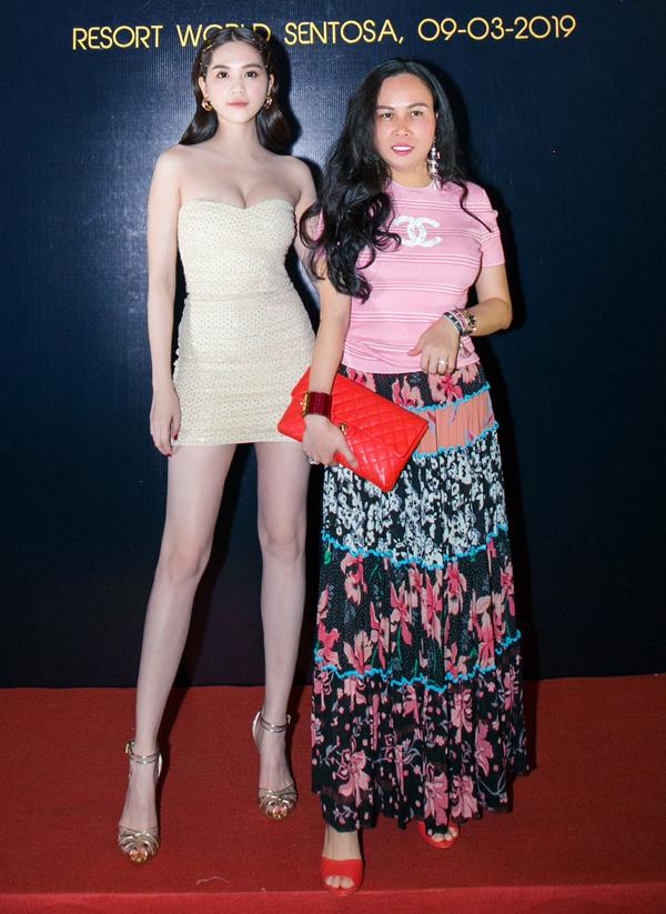 Ngọc Trinh chơi rất thân với Phượng Chanel - bạn gái diễn viên Quách Ngọc Ngoan.