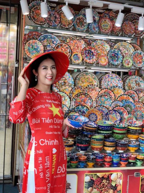 Hoa hậu Ngọc Hân được tỏ tình từ đầu đến cuối chợ vàng Dubai - 3