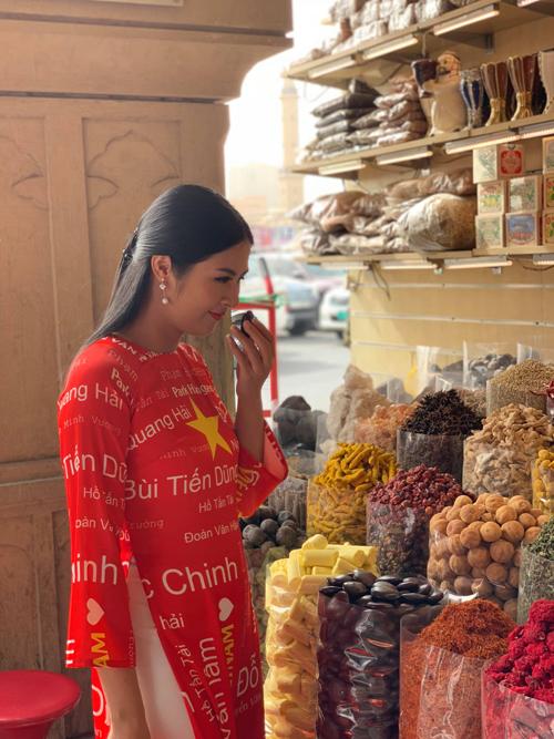 Hoa hậu Ngọc Hân được tỏ tình từ đầu đến cuối chợ vàng Dubai - 1