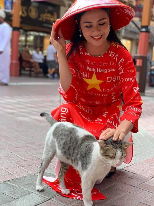 Hoa hậu Ngọc Hân được tỏ tình từ đầu đến cuối chợ vàng Dubai - 2