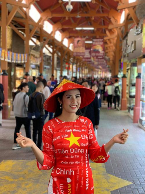 Hoa hậu Ngọc Hân được tỏ tình từ đầu đến cuối chợ vàng Dubai