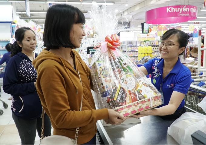 Chất lượng và giá cả phù hợp là những yếu tố giúp người tiêu dùng chọn những gói quà Co.opmart.