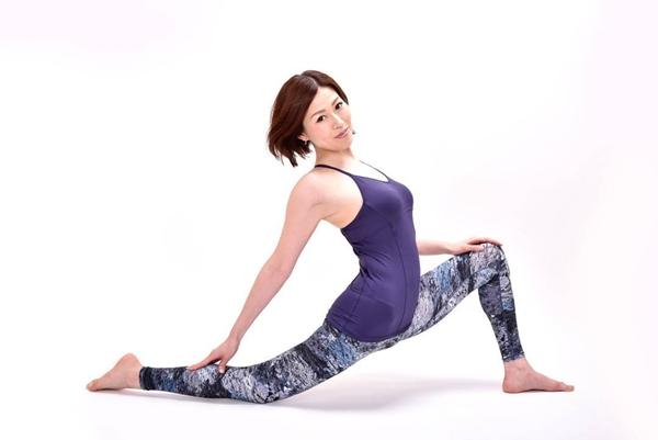 Tamayo là hướng dẫn viên yoga nổi tiếng tại Nhật. Cô sở hữu chứng nhận đào tạo yoga quốc tế