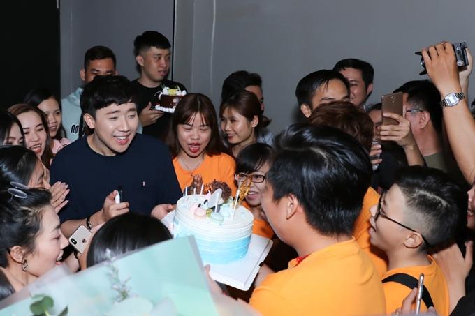 Tối 27/1, Trấn Thành cùng dàn diễn viên Ninh Dương Lan Ngọc, Anh Tú, Mạc Văn Khoa,& tổ chức buổi sneakshow phim Cua lại vợ bầu tại TP HCM. Đây là dự án điện ảnh đầu tiên anh tham gia đóng chính trong năm 2019.