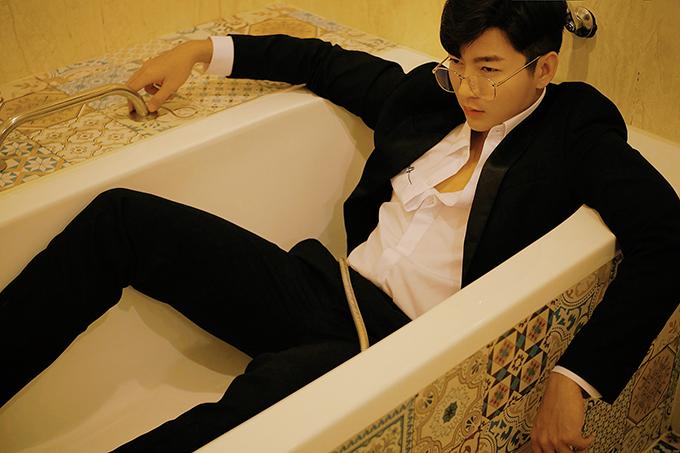 Với bộ ảnh mới. Nam Hee hy vọng sẽ mang tới những gợi ý thú vị cho các chàng trong việc chọn đồ tham gia tiệc tất niên và đi chơi Tết.