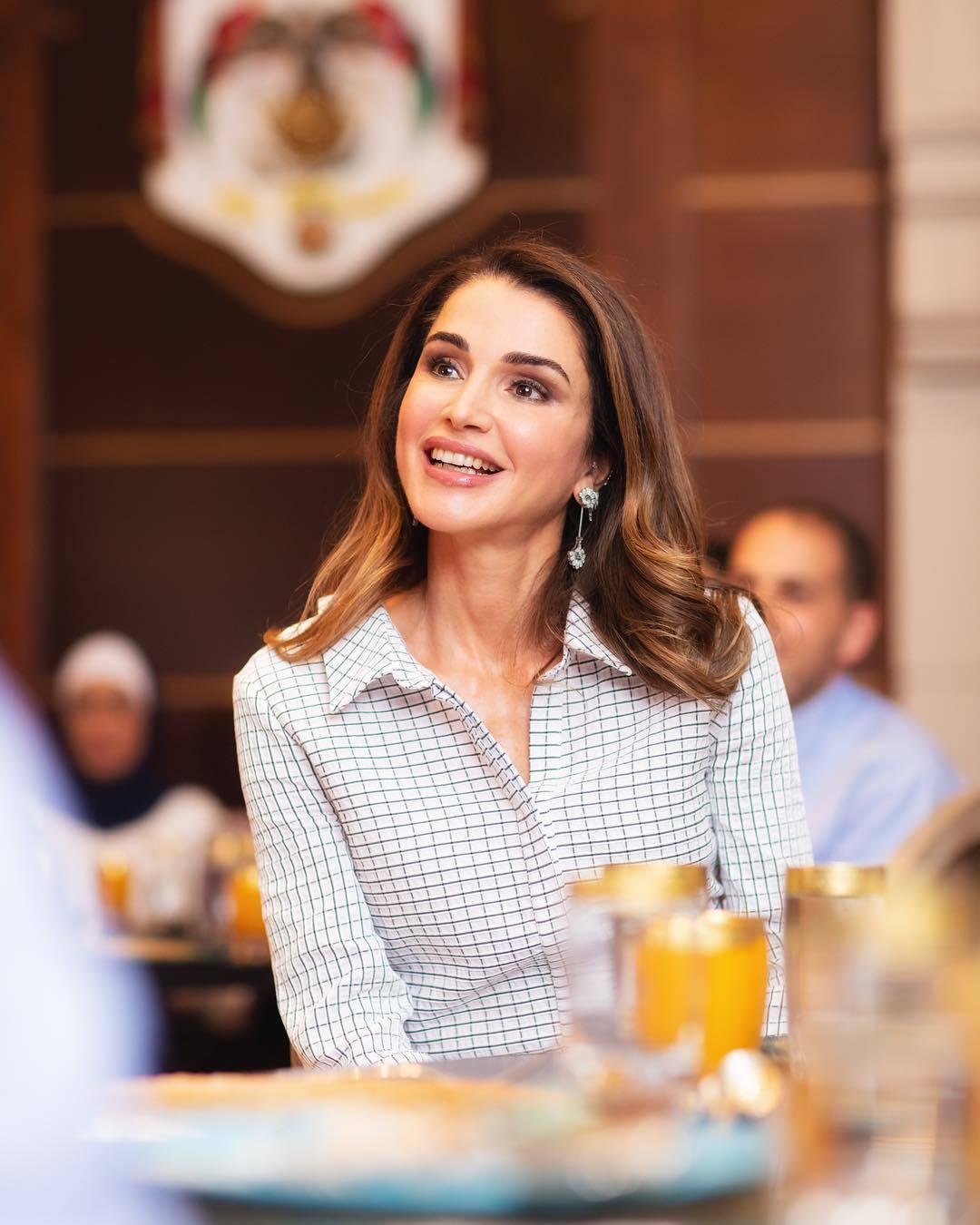 Chế độ ăn giúp Hoàng hậu Raina giữ sắc vóc tươi trẻ ở tuổi 48