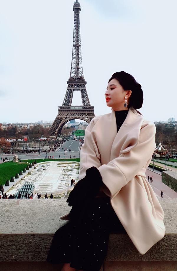 Sau khi ly hôn với ca sĩ Hồ Quang Hiếu, Ivy mất một thời gian dài mới lấy lại cân bằng. Cô tìm niềm vui trong những chuyến du lịch, khám phá nhiều vùng đất mới và tích cực mua sắm, làm đẹp, tự yêu bản thân mình.