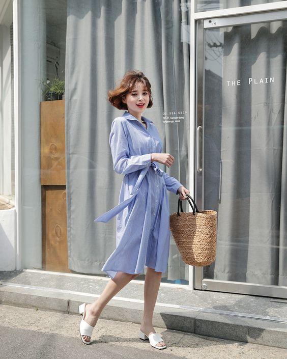 Đầm sơ mi là kiểu trang phục được chị em công sở khá yêu thích. Nó phá bỏ hình ảnh quá khô khan của mẫu sơ mi thông thường và mang tới làn gió tươi mới cho dòng thời trang công sở.