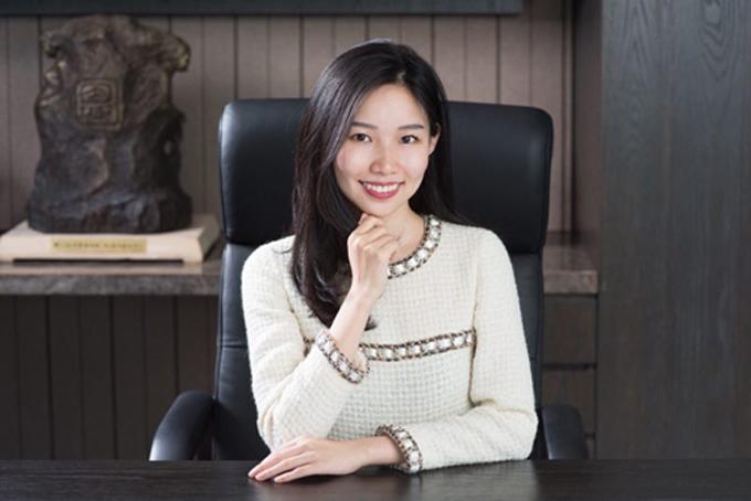 Theresa Tse, nữ chủ tịch tuổi 25 của tập đoàn SinoBiopharmaceuticals. Ảnh: Sino.