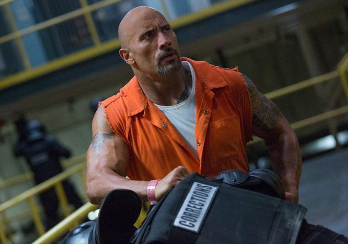 Dwayne Johnson đóng vai đặc vụ Luke Hobbs trong Fast & Furious 8.