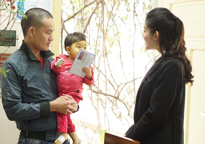 Bệnh viện nhi Trung ương là địa chỉ quen thuộc mà gia đình Huyền My thường xuyên đến làm từ thiện hàng năm.