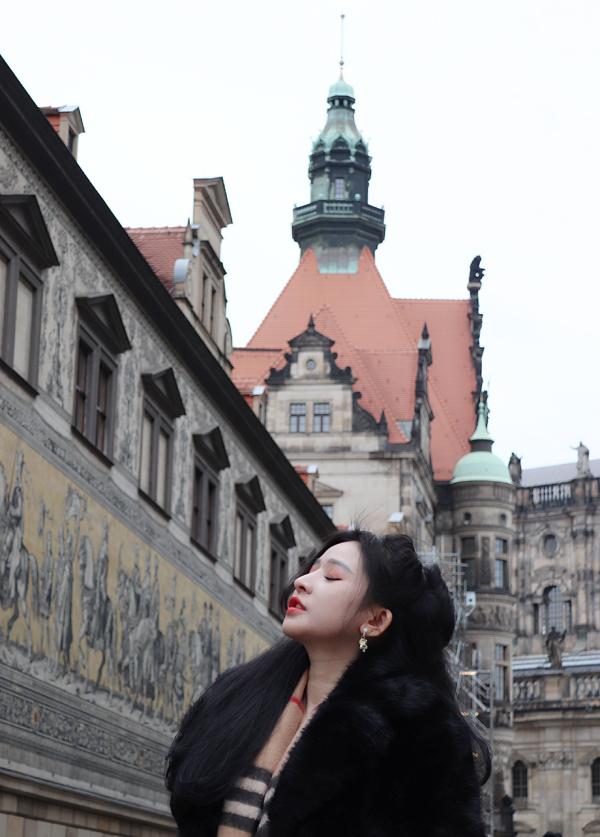 Ivy còn tới thăm thành phố Milan của Italy.