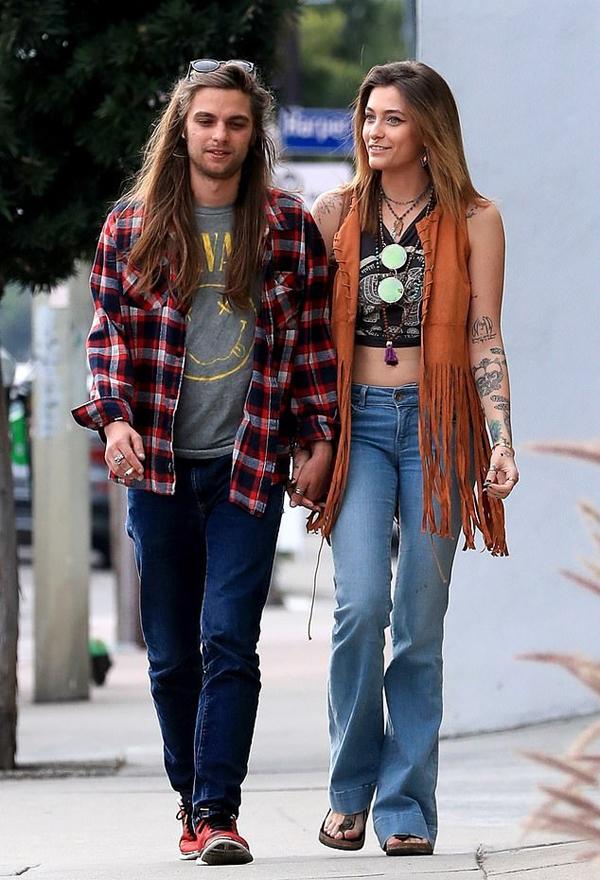 Gabriel cũng nắm tay Paris đi dạo ở Los Angeles hôm 29/1. Người mẫu sinh năm 1999 trông rất hạnh phúc bên người yêu.