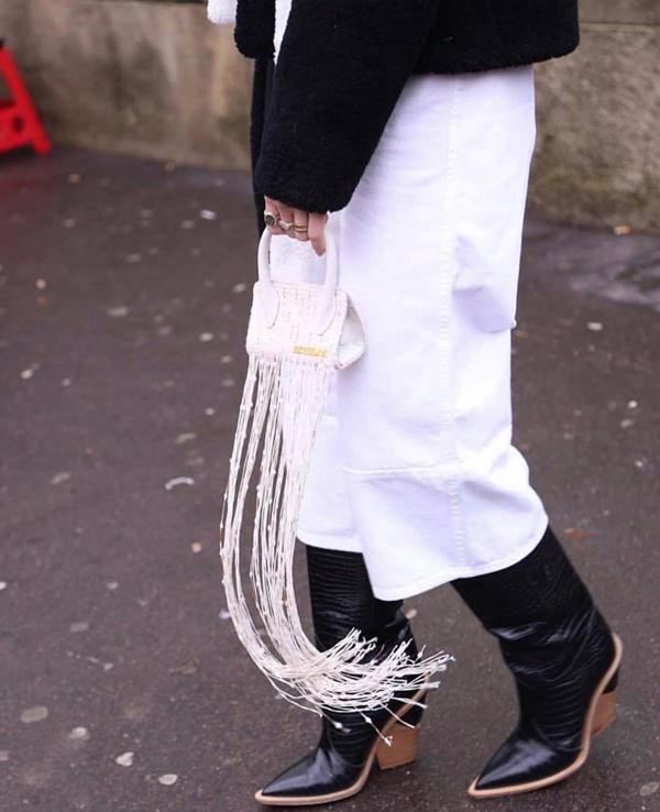 Khi sắm sửa váy áo để diện vào ngày Tết, các chị em đừng quên bỏ qua các món phụ kiện hợp mốt. Những kiểu túi xách đúng trend sẽ giúp set đồ của bạn gái thực sự hoàn hảo.