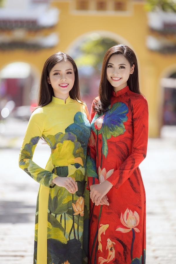 Hai người đẹp diện trang phục áo dài của nhà thiết kế Ngô Nhật Huy và Liên Hương.