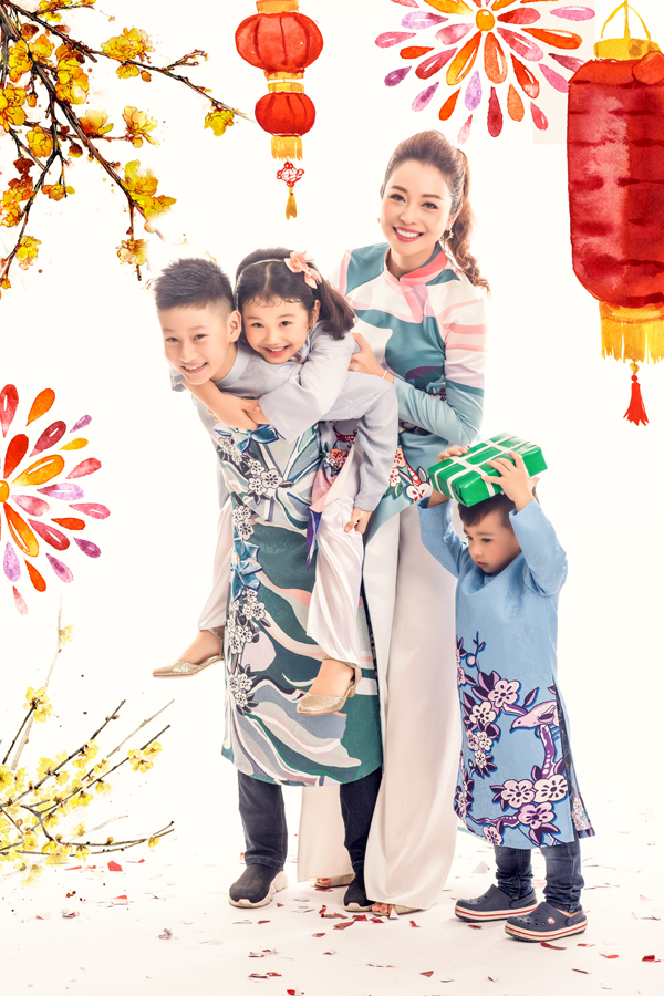 Khi bé Na đòi cõng, Bảo Nam sẵn sàng chiều chuộng em gái.