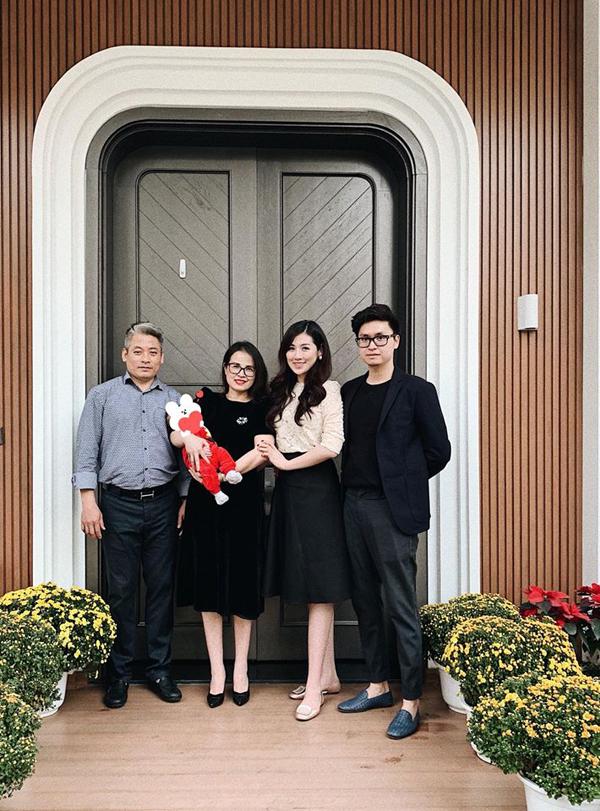 Vợ chồng Á hậu Tú Anh lần đầu hé lộ hình ảnh con trai - 3