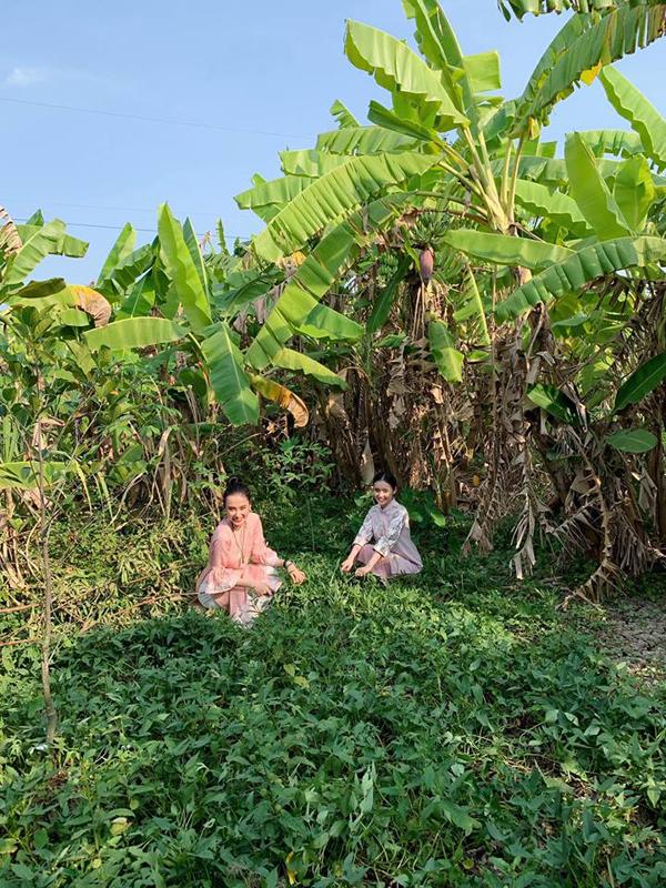 Cũng như nhiều sao Việt, chị em Angela Phương Trinh dành trọn kỳ nghỉ Tết Kỷ Hợi cho gia đình.