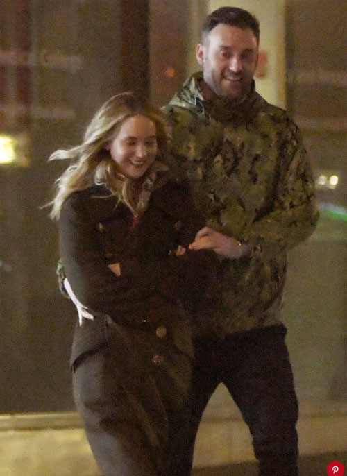 Jennifer Lawrence bị đồn đã đính hôn với giám đốc phòng tranh - 1