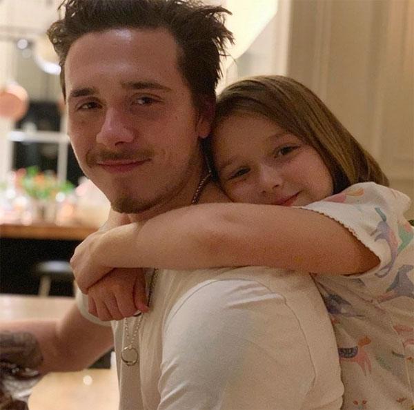 Anh cả Brooklyn luôn là chàng trai tuyệt vời với cô em Harper.