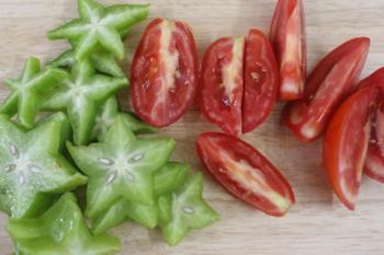 Canh tôm chua nấu khế giải ngấy sau Tết - 2