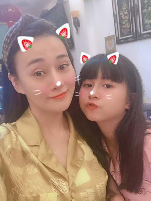 Phương Oanh bên cháu gái.