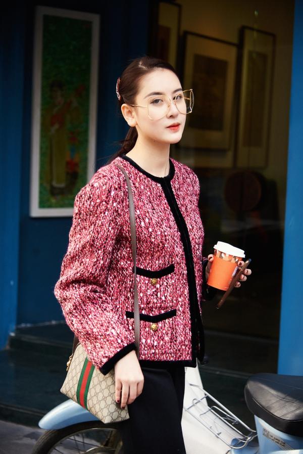 Hà Lade tên thật là Bùi Thanh Hà, sinh năm 1994, cao 1,75 m. Người đẹp bắt đầu được chú ý từ năm 2009 khi tham gia cuộc thi Hot VTeen và từng là hot girl đình đám của Hà thành. Giành danh hiệu á hậu 1 của Nữ hoàng Trang sức Việt Nam 2017 là một bước ngoặt lớn của cô sau tám năm làm người mẫu ảnh. Cô là bạn thân của hoa hậu Kỳ Duyên và Diệp Lâm Anh.