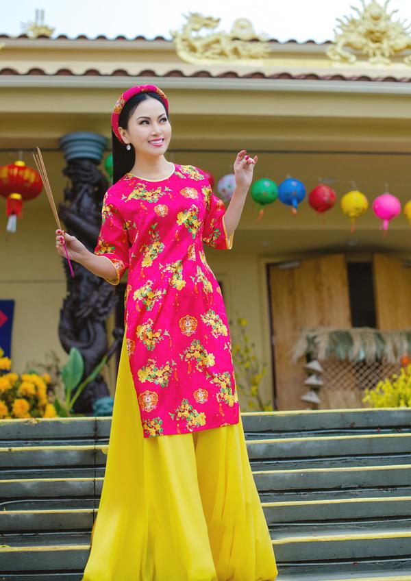 Em gái Cẩm Ly khoe vẻ xinh tươi, nhí nhảnh ở tuổi trung niên.