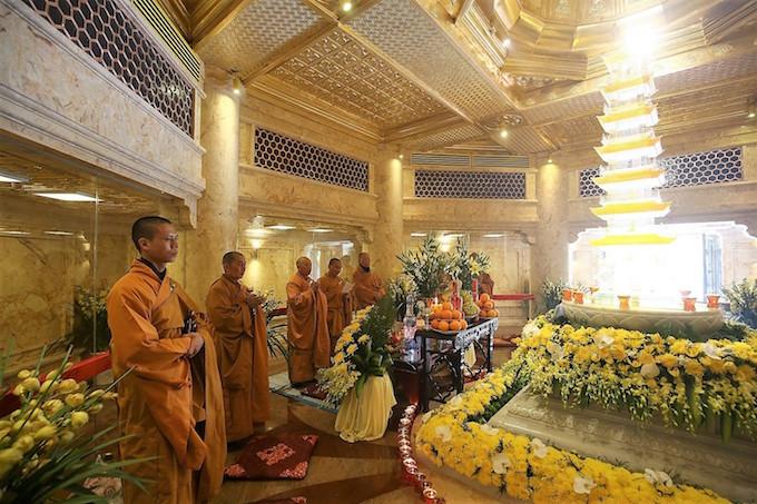 Dáng chùa Việt trên đỉnh trời Đông Dương - 13
