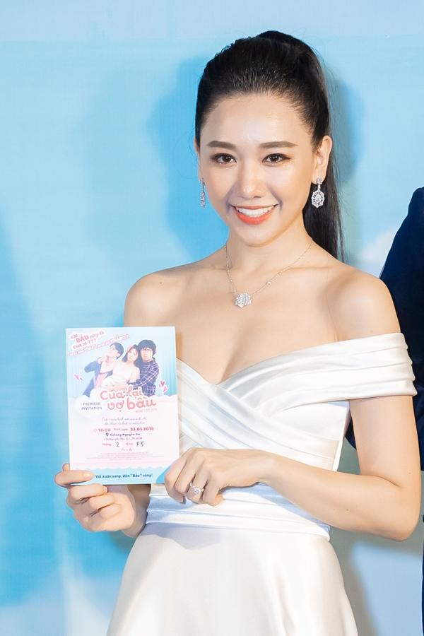 Không thua kém ông xã, Hari Won đeo chiếc vòng cổ đến từ thương hiệu Piaget, có giá trị khủng lên đến gần 2 tỷ đồng
