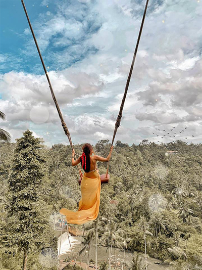 Xích đu lơ lửng giữa trời ở khu Bali Swing khiến những người yếu tim không dám thử nghiệm. Kim đặc biệt cảm kích những người phục vụ ở đây vì tài chụp ảnh sống ảo và đặc biệt rất nhiệt tình. Dù trời nắng nóng cỡ nào cũng tươi cười phục vụ, chẳng ai cảm thấy khó chịu.