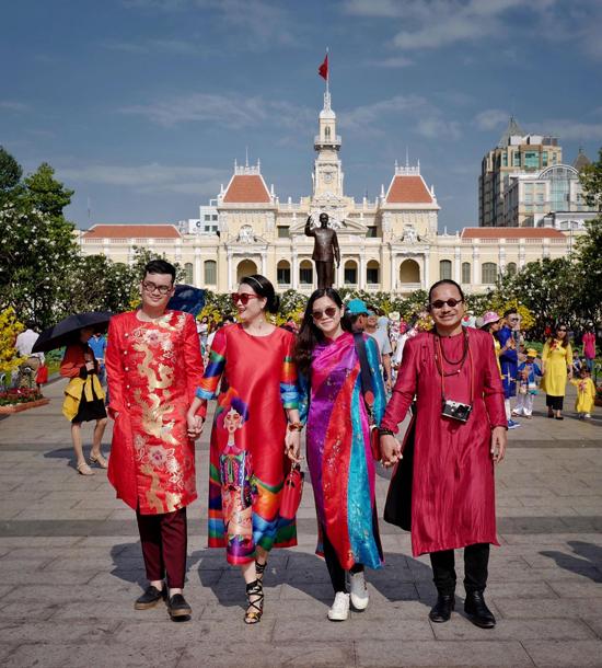 Sao Việt chuộng trang phục chú heo của Vũ Ngọc và Son - 7