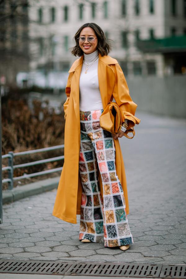 Thay bằng việc trưng trổ các phụ kiện độc - lạ, các cô nàng yêu thích phong cách thanh lịch lại chọn cách chơi màu thời trang để thể hiện gu thẩm mỹ.
