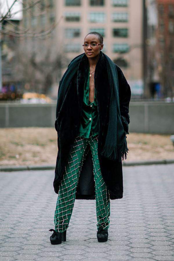 Sắc xanh lá, xanh thẫm vẫn được ưa chuộng. Chúng được dùng để mang tới các mẫu suit, quần âu tôn nét cá tính cho người sử dụng.
