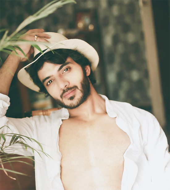 Vẻ đẹp trai ấn tượng củaVikram Singh Chauhan