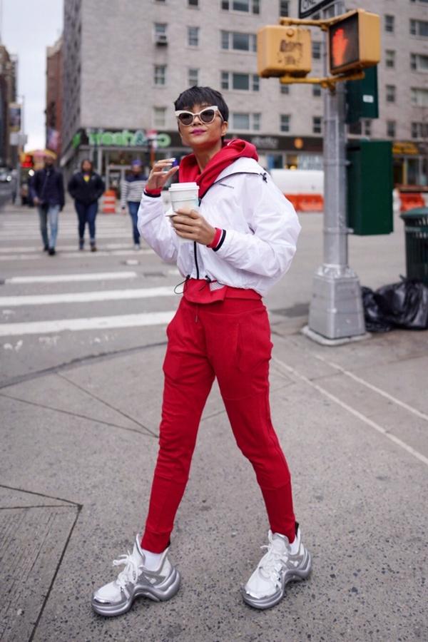 HHen sẽ tiếp tục tham gia một số hoạt động tại bang California trước khi trở về Việt Nam. Trước đó, cô sang Mỹ và là khách mời danh sự show diễn thời trang của nhà thiết kế Phương My tại tuần lễ thời trang New York.