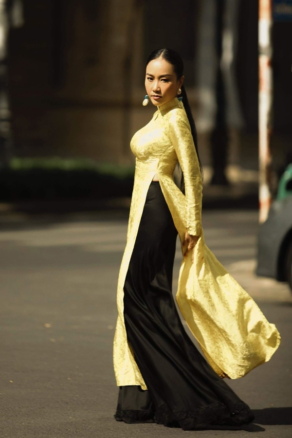 Đoan Trang rủ hội bạn thưở nhỏ chụp ảnh áo dài