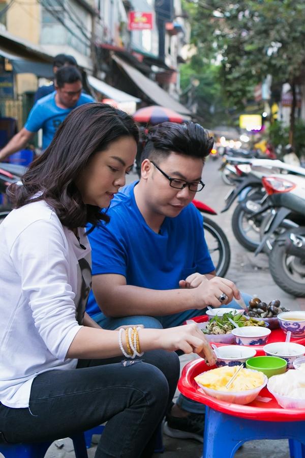 Hai nghệ sĩ đều có sở thích ăn uống giản dị, ngoài hè phố vì đây là một nét văn hóa của ẩm thực Việt Nam.