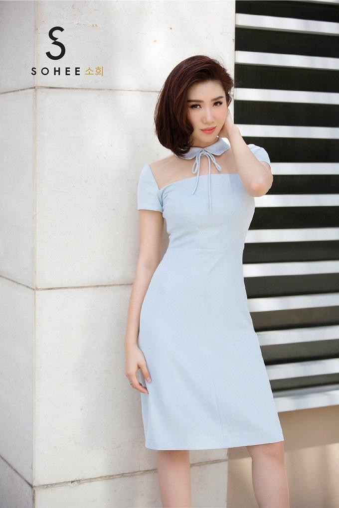 Những gam màu pastel như sắc hồng, xanh được nhà thiết kếsử dụng triệt để trong các mẫu áo sơ mi, chân váy xếp ly, váy liền thân... Từng chi tiết cổ áo, đường bèo nhúm được Soheechú trọng và thiết kế tinh tế nhằm tôn lên vẻ nữ tính cho người mặc.
