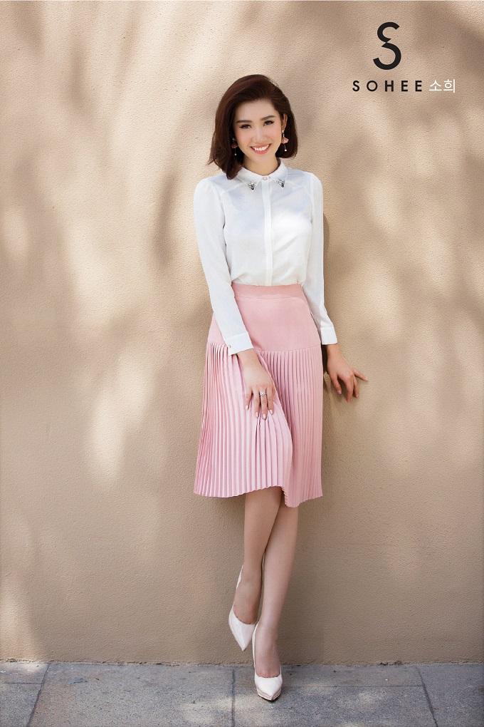 Thúy Ngân ''''Gạo nếp gạo tẻ'''' đẹp rạng rỡ cùng trang phục Sohee