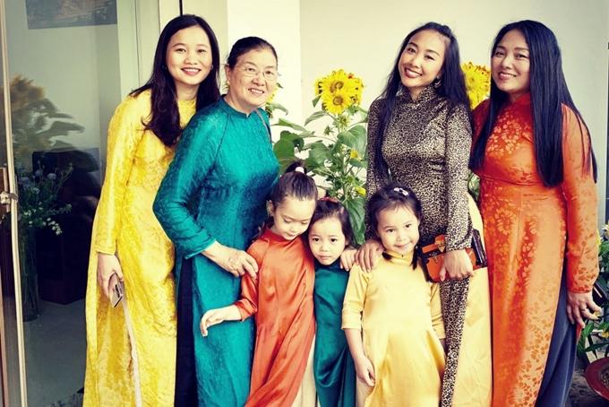 Đoan Trang rủ hội bạn thưở nhỏ chụp ảnh áo dài - 6