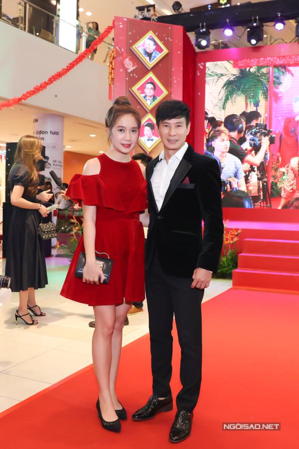 Vợ chồng Lý Hải - Minh Hà quấn quýt không rời.