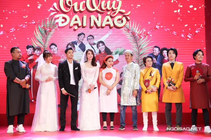 Buổi ra mắt phim được trang hoàng và tổ chức như một lễ cưới khiến các khách mời và khán giả bất ngờ.